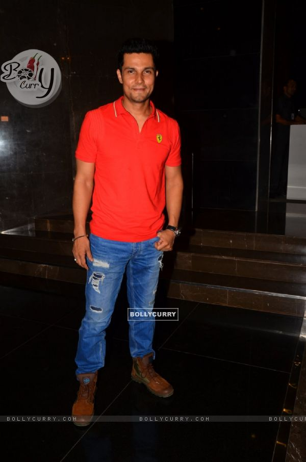 Randeep Hooda hosts Screening of Sarbjit for Firefighters! (406937)
