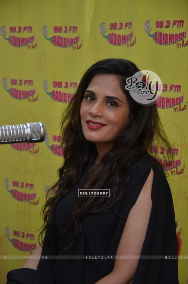 The beautiful Richa Chadda goes live on Radio Mirchi for Promotions of 'Sarbjit' (406943)