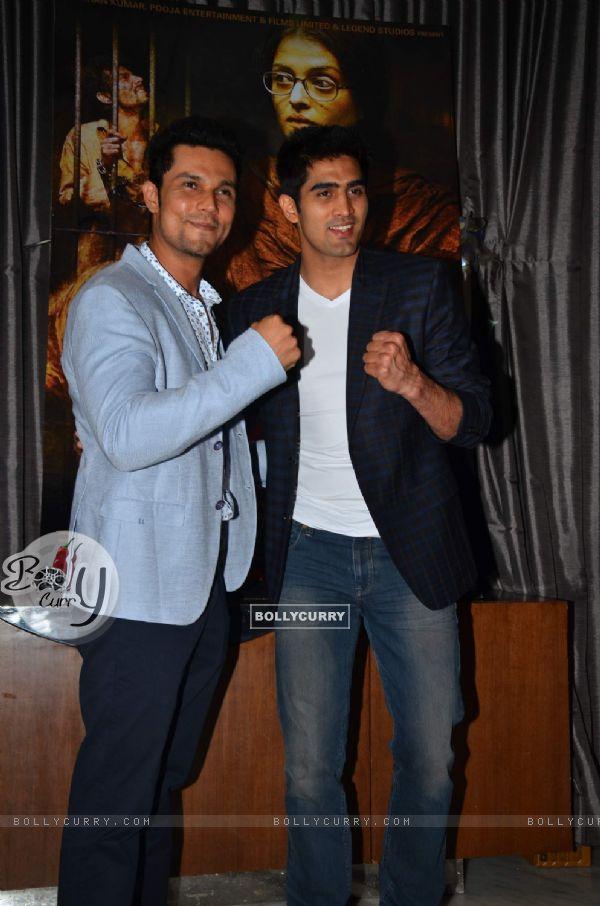 Randeep Hooda and Vijendra Singh at Success Party of 'Sarabjit' (407066)