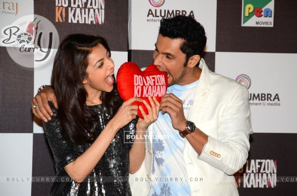 http://img.bollycurry.com/images/600x0/407611-randeep-hooda-and-kajal-aggarwal-promote-do-lafzon-ki-kahani.jpg
