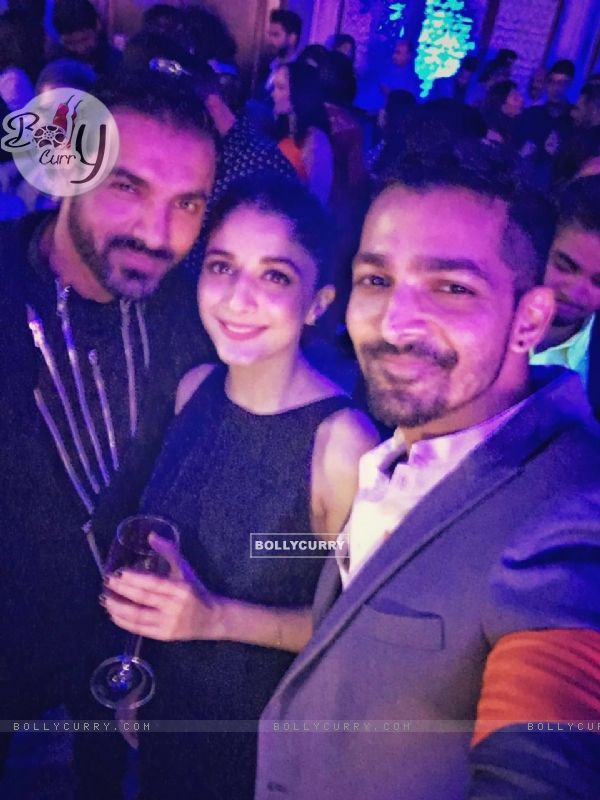 Mawrah Hocane and Harshvardhan Rane poses with John Abraham at a party!