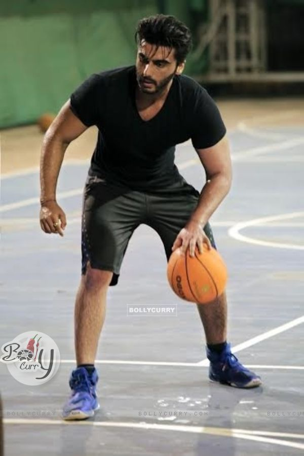 Arjun Kapoor practices basketball for his upcoming movie Half Girlfriend (408109)