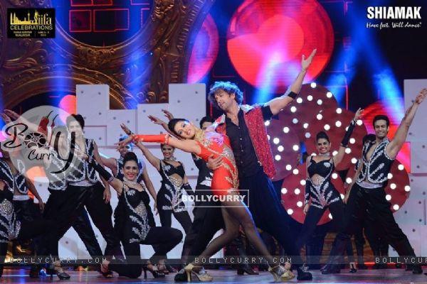 Hrithik Roshan's Dance choregraphed by Shiamak Davar for IIFA' 16