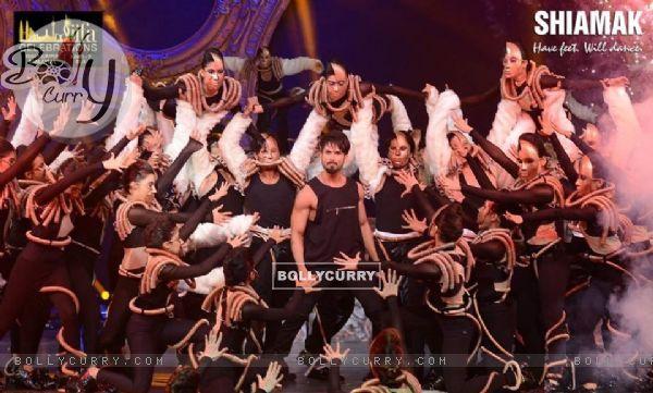 Shahid Kapoor's Dance choregraphed by Shiamak Davar for IIFA'
