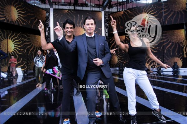 Shiamak Davar with John Travolta and Priyanka Chopra at IIFA!