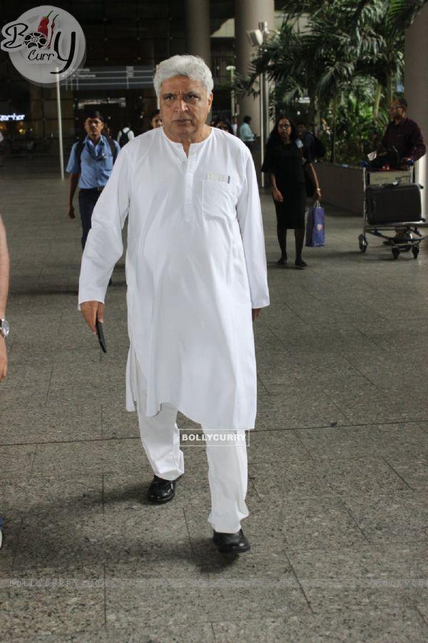 Javed Akhtar Snapped at Airport!