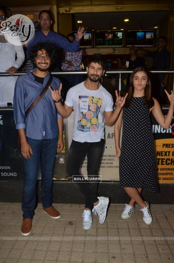 Alia Bhatt & Shahid Kapoor Comes to Watch Audience's Reaction for Udta Punjab at PVR Theatre (409375)