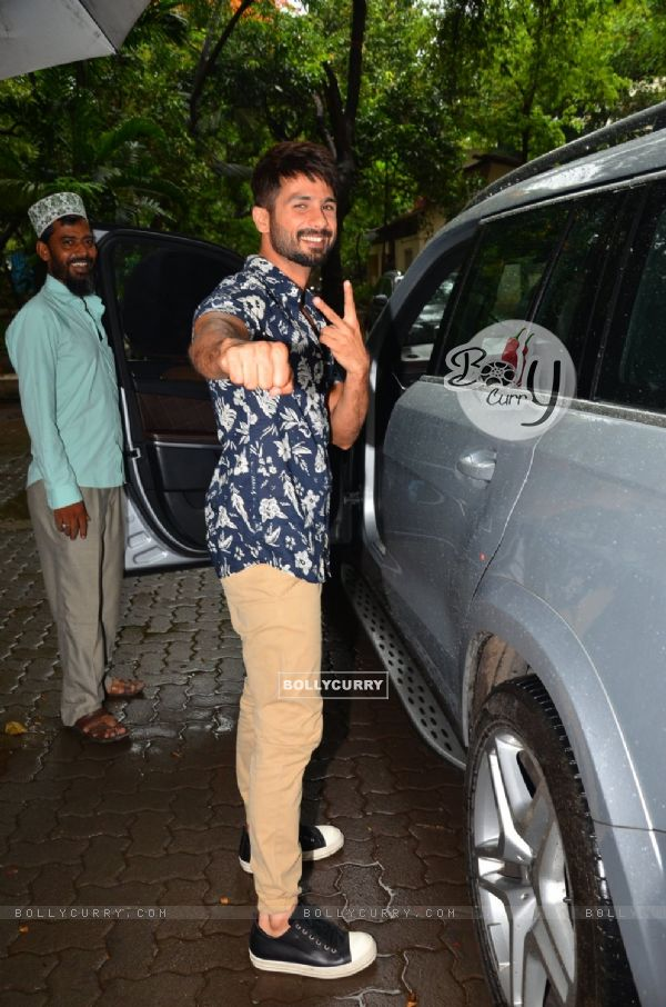Shahid Kapoor Snapped at Mehboob Studious (409669)
