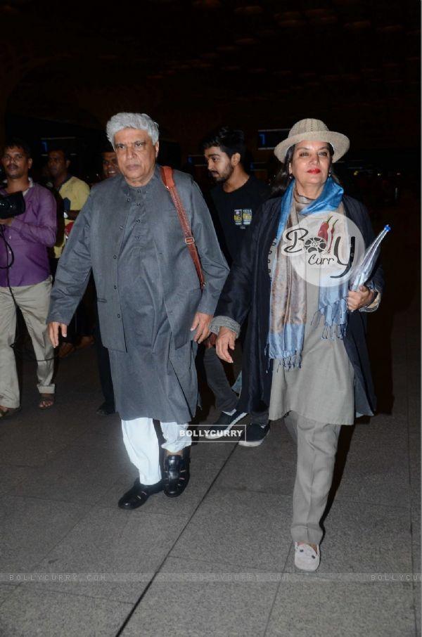 Javed Akhtar & Shabana Azmi Snapped at Airport