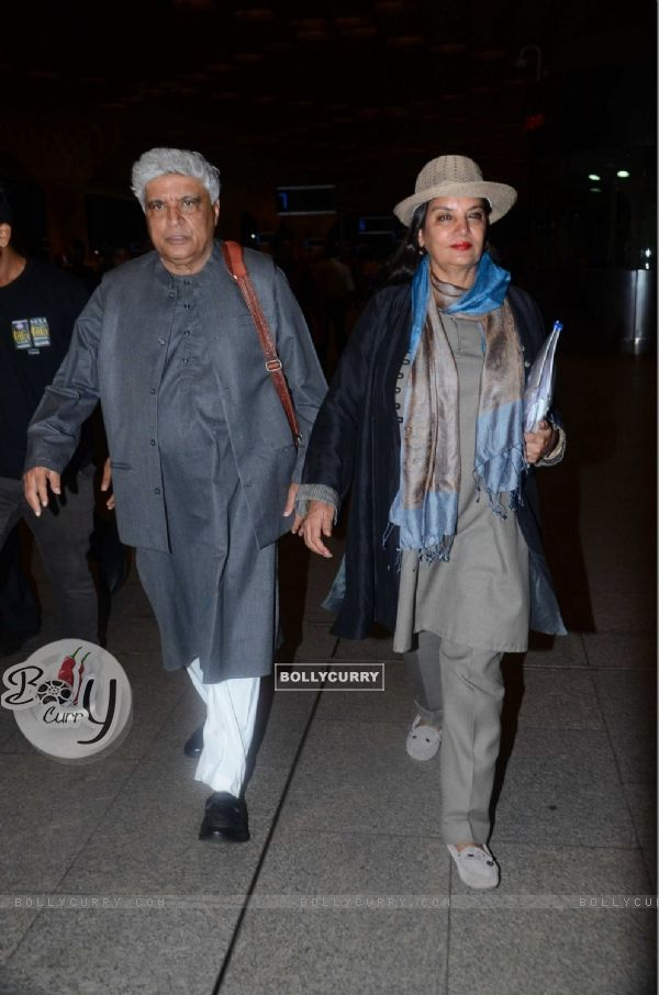 Javed Akhtar & Shabana Azmi Snapped at Airport