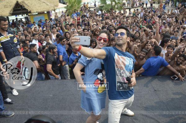 Selfie Time: Pulkit Samrat and Yami Gautam clicks selfie at Press Meet of film 'Junooniyat'