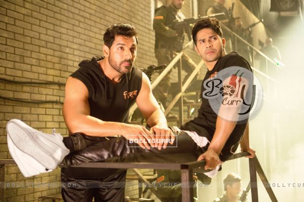 Bollywood actors John Abraham and Varun Dhawan in a still from song 'Toh Dishoom' (410673)