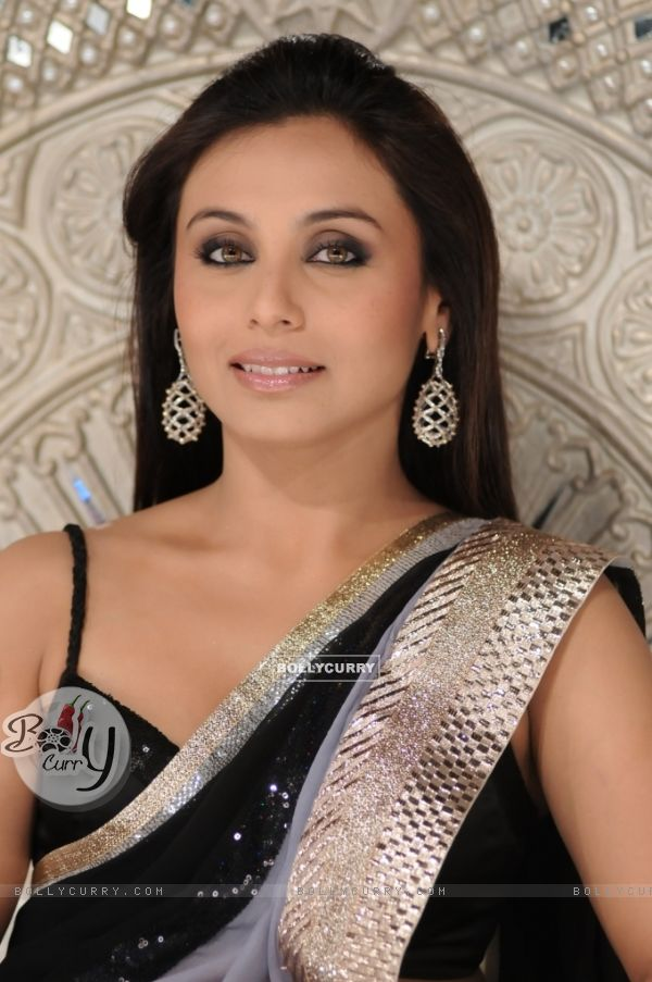 Rani Mukhejee looking gorgeous in sari