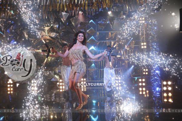 Karishma Tanna performing Jhalak Dikhlaa Jaa Season 9