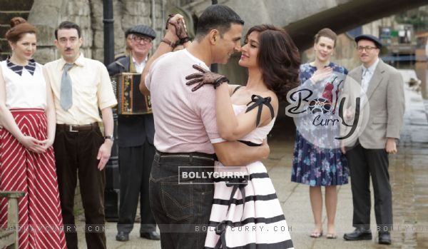 Still from tere sang Yaara from Rustom