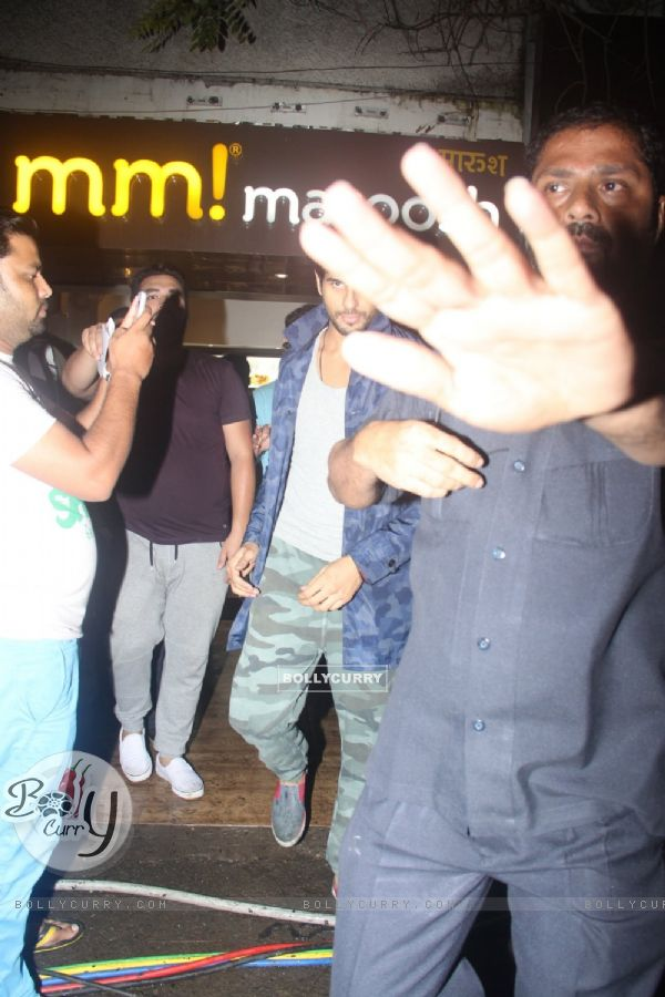 Sidharth Malhotra snapped out of maroosh