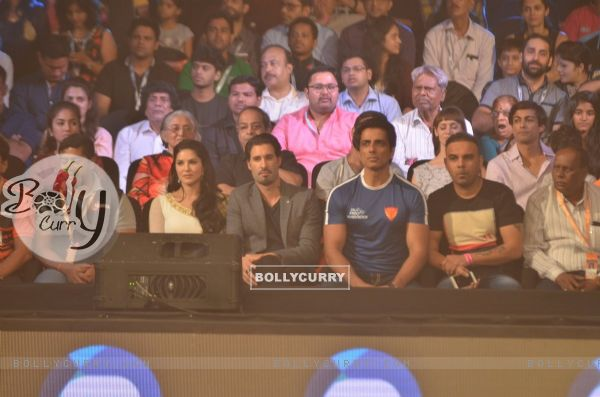 Sonu Sood and Sunny Leone at Pro Kabaddi Match