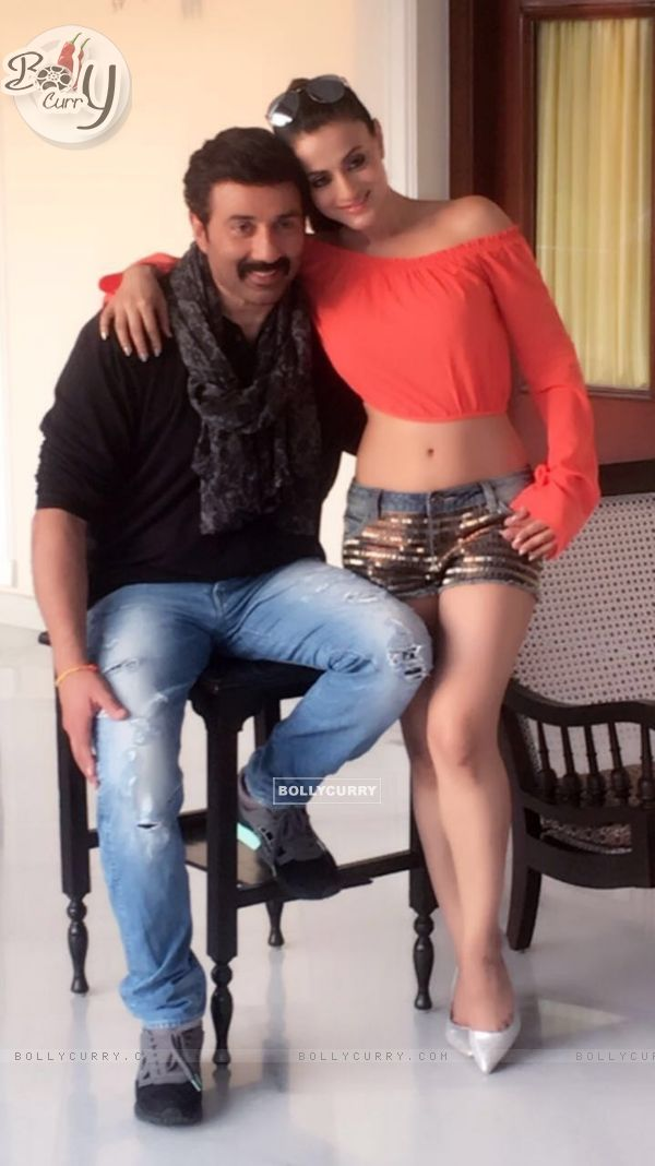 Ameesha Patel and Sunny Deol on the sets of bhaiyaji superhit film