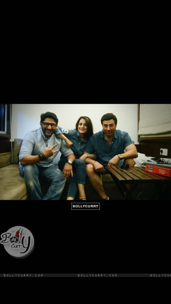 Ameesha Patel, Sunny Deol and Arshad Warsi on the sets of bhaiyaji superhit film