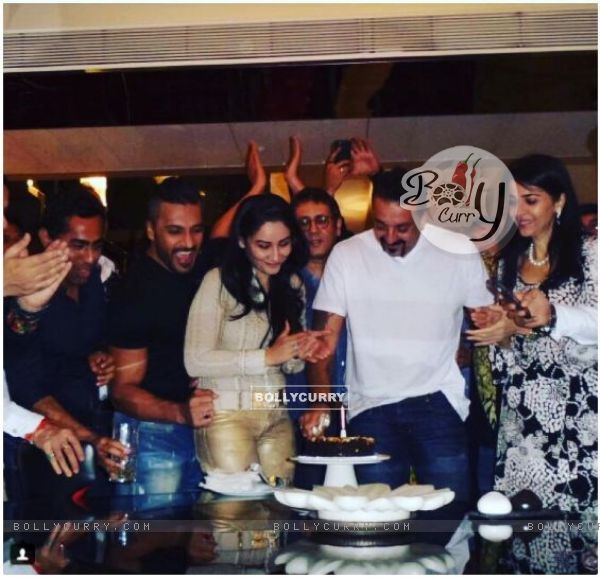 Sanjay Dutt's twins have selected the birthday cake for the actor's birthday!