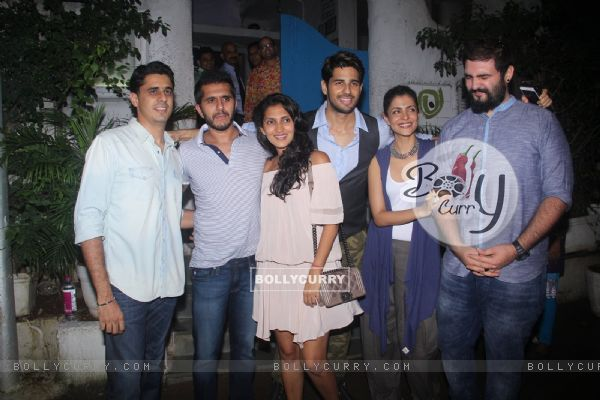 Ritesh Sidhwani along with Nitya and Sidharth parties with 'Bar Bar Dekho' team