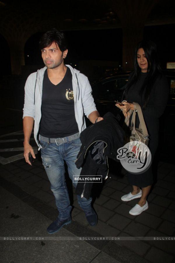 Himesh Reshammiya spotted at airport!