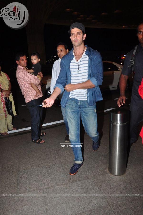 Hrithik Roshan snapped at airport!