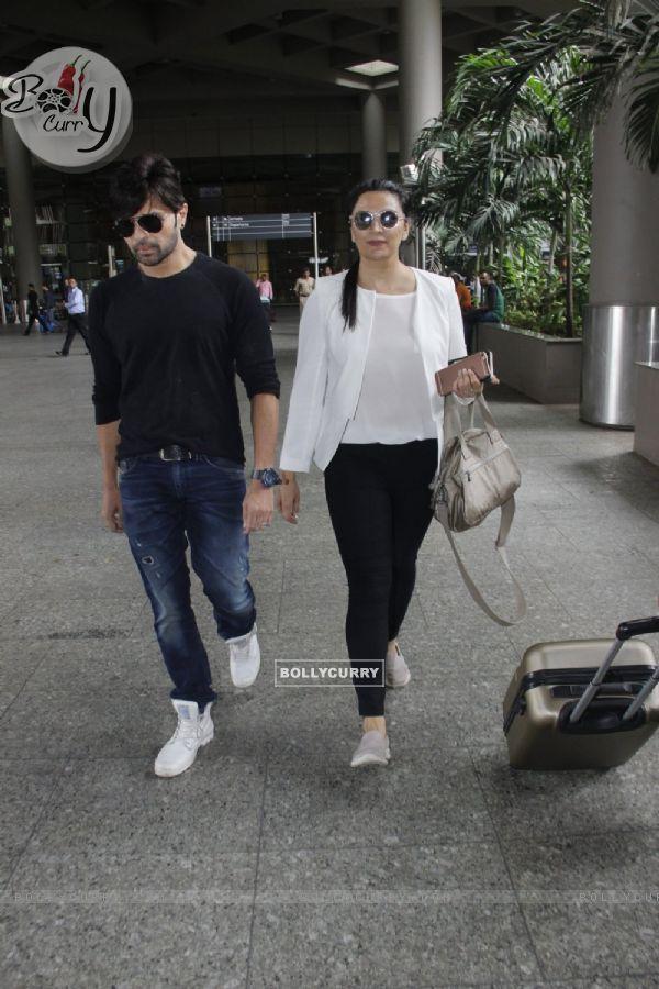Himesh Reshammiya snapped at airport!