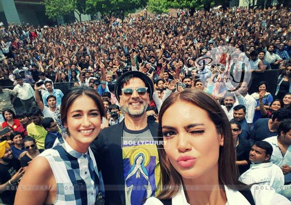 Akshay Kumar, Ileana D'cruz and Esha Gupta promote Rustom at a college in Delhi