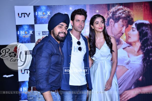 Hrithik Roshan & Pooja Hegde Surprise their fans by INOX Theatre