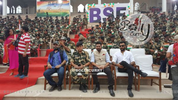 Sukhwinder Singh, Mohit Chauhan and Mithoon visited Attari border before Independence Day! (416280)