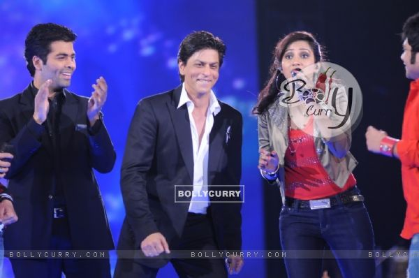 Sharukh Khan & Karan Johar cheering for Shreya Ghoshal at Music ka Maha Muqqabla