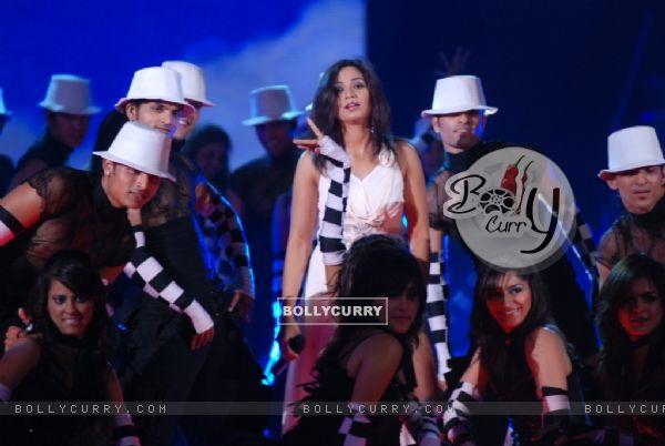 Shreya Ghosal performing in the show Music Ka Maha Muqqabla