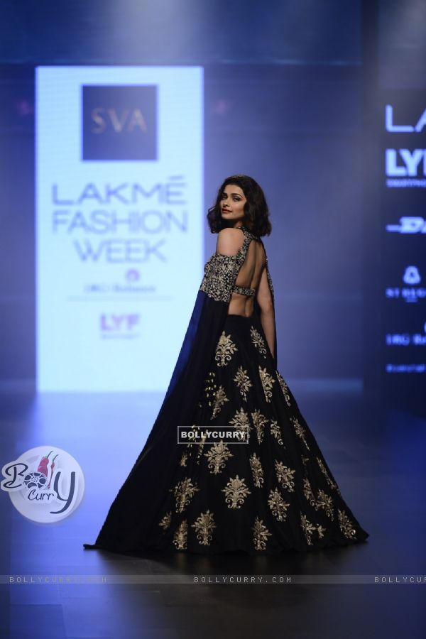 Day 5 - Sizzling Prachi Desai walks the ramp at Lakme Fashion Show 2016