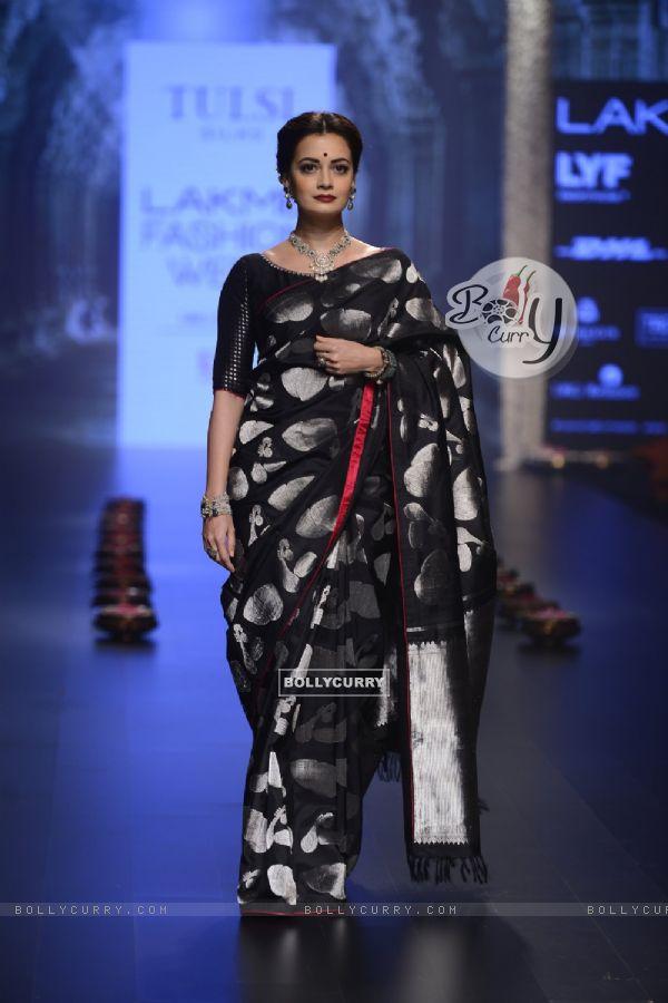 Day 5 - The elegant beauty Dia Mirza walks the ramp at Lakme Fashion Show 2016