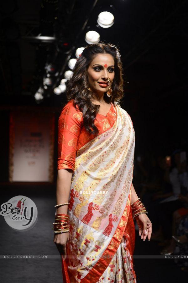 Day 5 - The Dusky Beauty Bipasha Basu walks the ramp at Lakme Fashion Show 2016