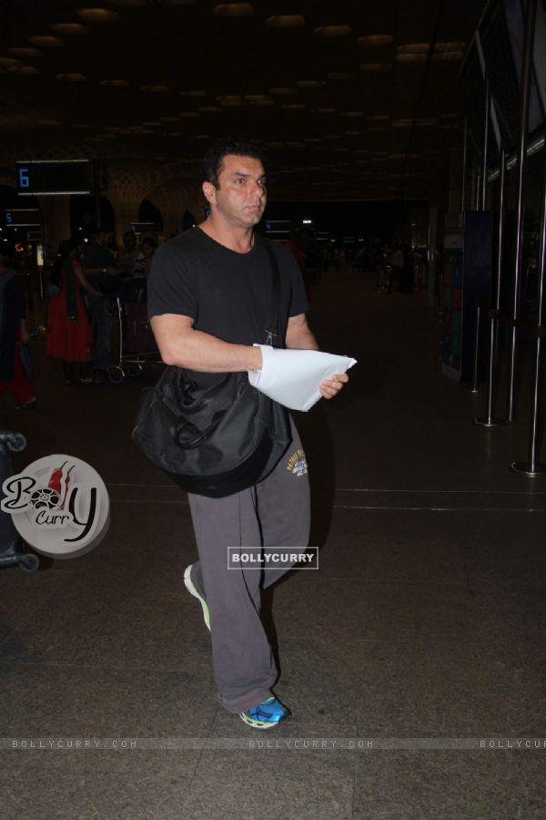 Airport Scenes: Sohail Khan