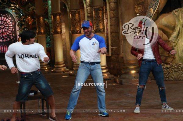 Sohail Khan and Karan Wahi at Promotion of 'Freaky Ali' at Comedy Nights Bachao
