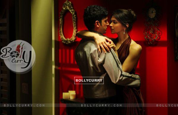 Romantic scene of Farhan and Deepika (41862)