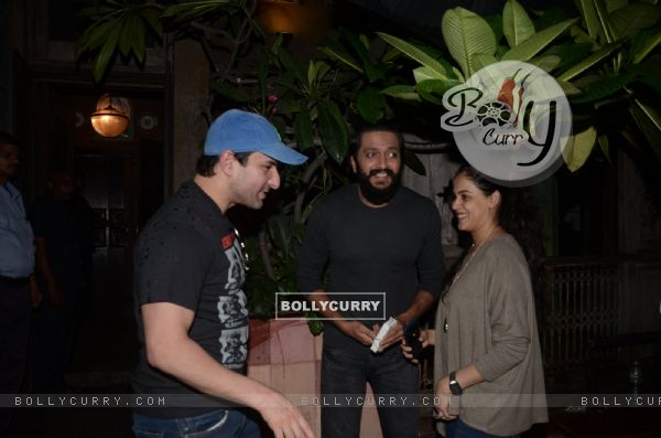 Saif Ali Khan, Riteish Deshmukh and Genelia D'Souza snapped post dinner