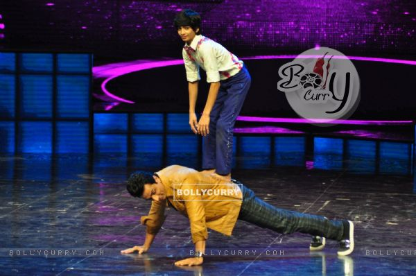 Sonu Sood at Promotion of film 'Tutak Tutak Titiya' on Dance Plus 2