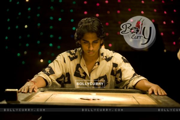 Siddharth Narayan constantly looking in carrom (41941)