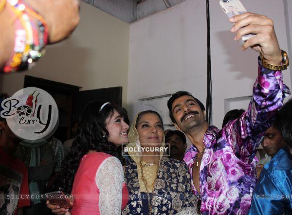 Shabana Azmi, Yuvika Chaudhary and Ashmit Patel gets a warm welcome on Amma Set