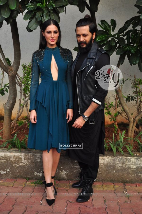 Riteish Deshmukh and Nargis Fakhri at Promotion of 'Banjo' on sets of Dance Plus 2