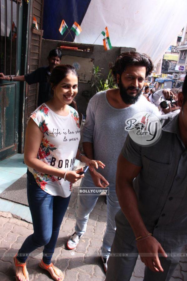 Riteish Deshmukh and Genelia Dsouza snapped leaving Pali Village Cafe!