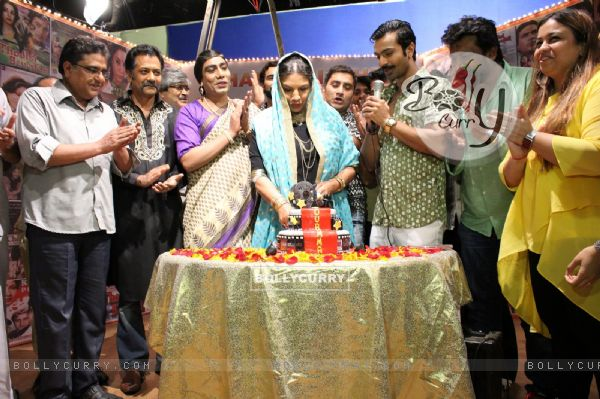 Shabana Azmi Celebrates her Birthday on sets of show 'AMMA'