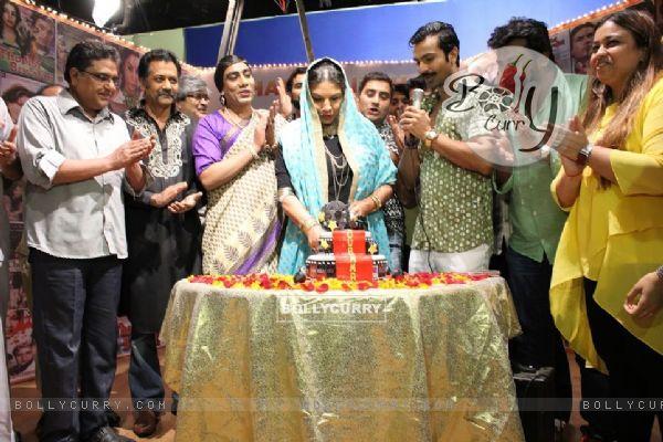 Shabana Azmi Celebrates her Birthday on sets of show 'AMMA'