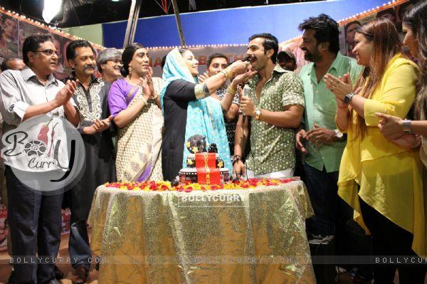 Celebs at Shabana Azmi's birthday bash on the sets of Amma