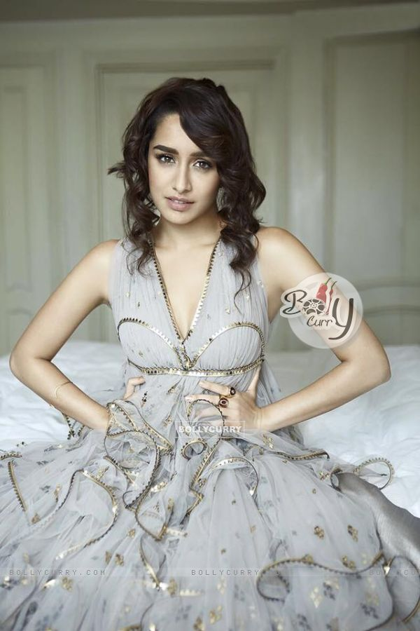 Shraddha Kapoor attends Filmfare looking like a dream