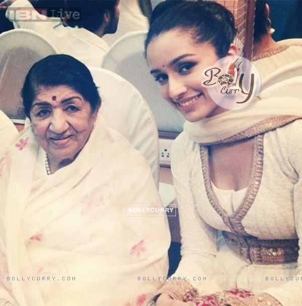 Lata Mangeshkar with Shraddha Kapoor